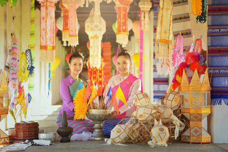 Thaïlandaises en costume traditionnel à Chiang Mai