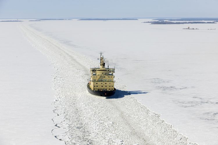 Brise-glace dans le golfe de Botnie